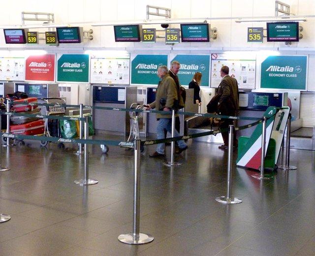 Italia.- Alitalia cancela 325 vuelos por la huelga de 24 horas del sector aéreo en Italia