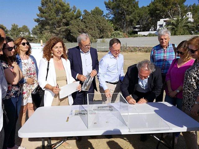 Colocan la primera piedra del CEIP Ses Planes en Sant Josep de sa Talaia