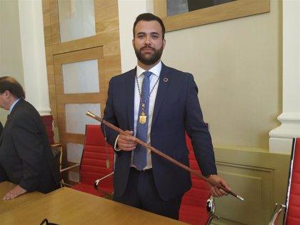 Luis Salaya, investido alcalde de Cáceres con los nueve votos del PSOE y la abstención de Ciudadanos