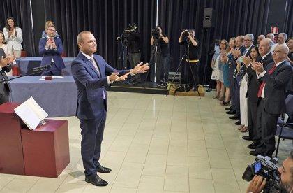 El socialista Augusto Hidalgo toma posesión como alcalde de Las Palmas de Gran Canaria, que gobernará con Podemos y NC