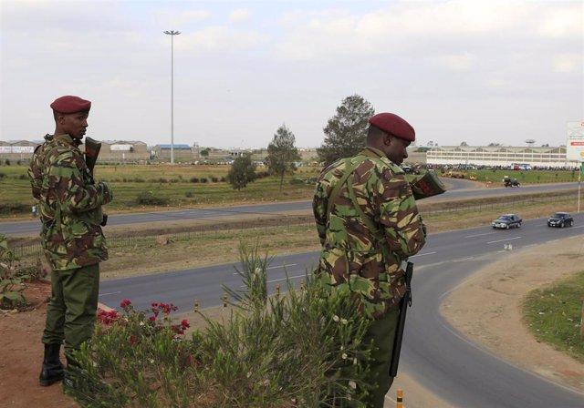 Policías en Kenia