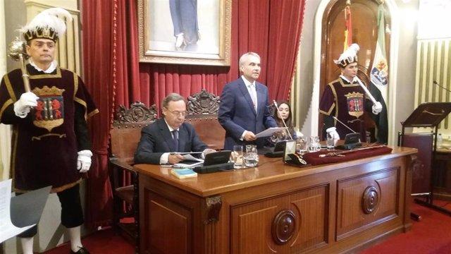 AV.- Fragoso (PP), alcalde de Badajoz gracias a los votos de Ciudadanos, con quien alternará el cargo, y Vox
