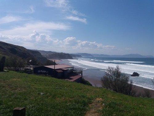 Todas las playas de Bizkaia permiten el baño este sábado, excepto La Arena y Arriatera-Atxabiribil, con bandera roja