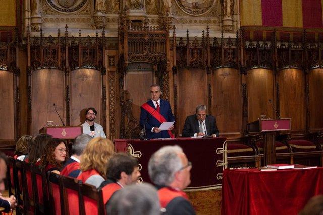 Comença la sessió constitutiva de l'Ajuntament de Barcelona que preveu proclamar alcaldessa a Colau