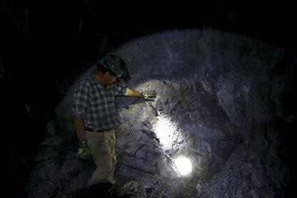 Rescatan a un minero y hallan a otro muerto entre los escombros de la mina derrumbada en Chile