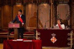Valls recorda a Colau que no seria alcaldessa sense el seu suport i la felicita per haver-se presentat (DAVID ZORRAKINO - EUROPA PRESS)