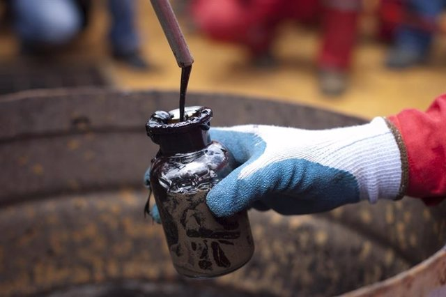 Venezuela.- Las Fuerzas Armadas venezolanas supervisan el racionamiento de combustible ante la escasez en el país