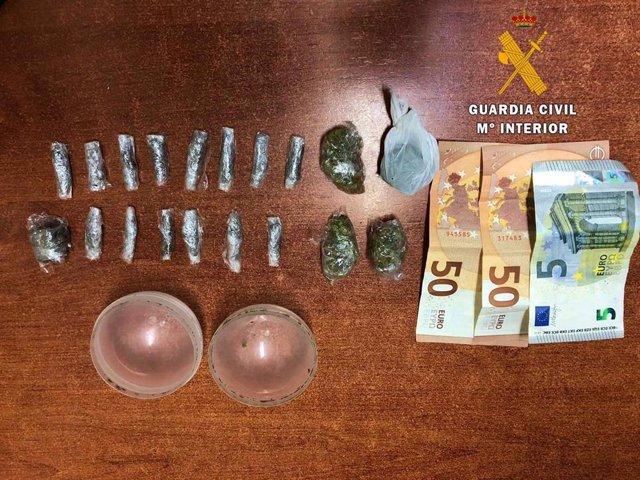 Almería.- Sucesos.- Detenido en Níjar un varón acusado de ocultar hachís y marihuana para vender en una bola de juguete