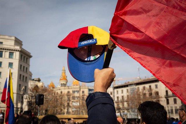 Manifestación en Barcelona para respaldar el apoyo de la Unión Europea a Venezuela y el reconocimiento a Juan Guaidó como presidente interino.