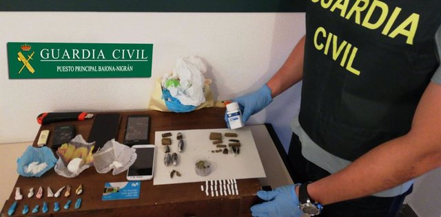 Desarticulan un punto de venta de drogas en una vivienda en Baiona (Pontevedra)