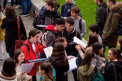 Estudiantes entregan este lunes a la ministra Celaá 178.000 firmas que apoyan una Selectividad única en toda España