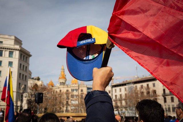 Casi 17.000 solicitudes de asilo de venezolanos en España hasta junio, casi el d