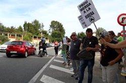 Prop d'un centenar de persones tallen la C-12 a Móra d'Ebre contra l'abocador de residus de Riba-roja d'Ebre (ACN)