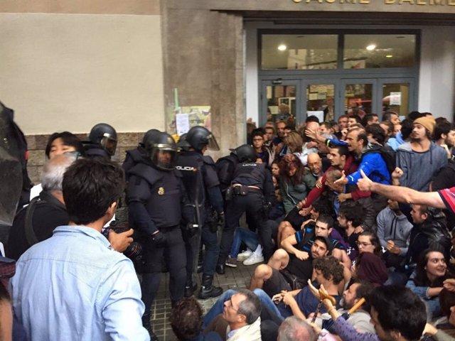 """Espanya.- Un jutge que investiga les càrregues de el 1-O veu """"crebant de la imatge internacional"""" de Barcelona"""