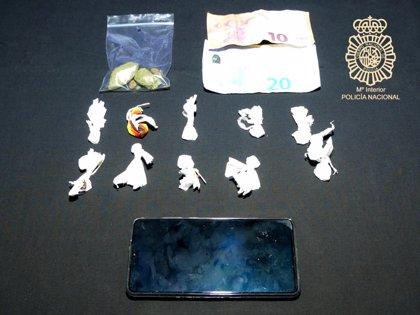 Le sorprenden fumando un porro y descubren que lleva cocaína y marihuana para la venta en Salamanca