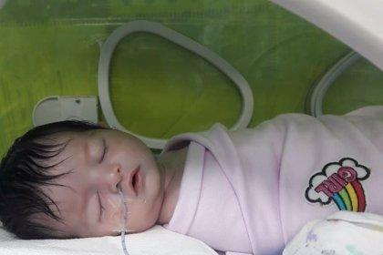 Global Humanitaria lanza una campaña solidaria para financiar la operación de una niña con la enfermedad de Hirschsprung