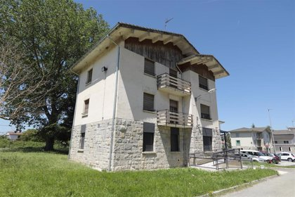 Laparra visita el nuevo albergue de Alsasua para personas sin hogar ubicado en la antigua casa de camineros