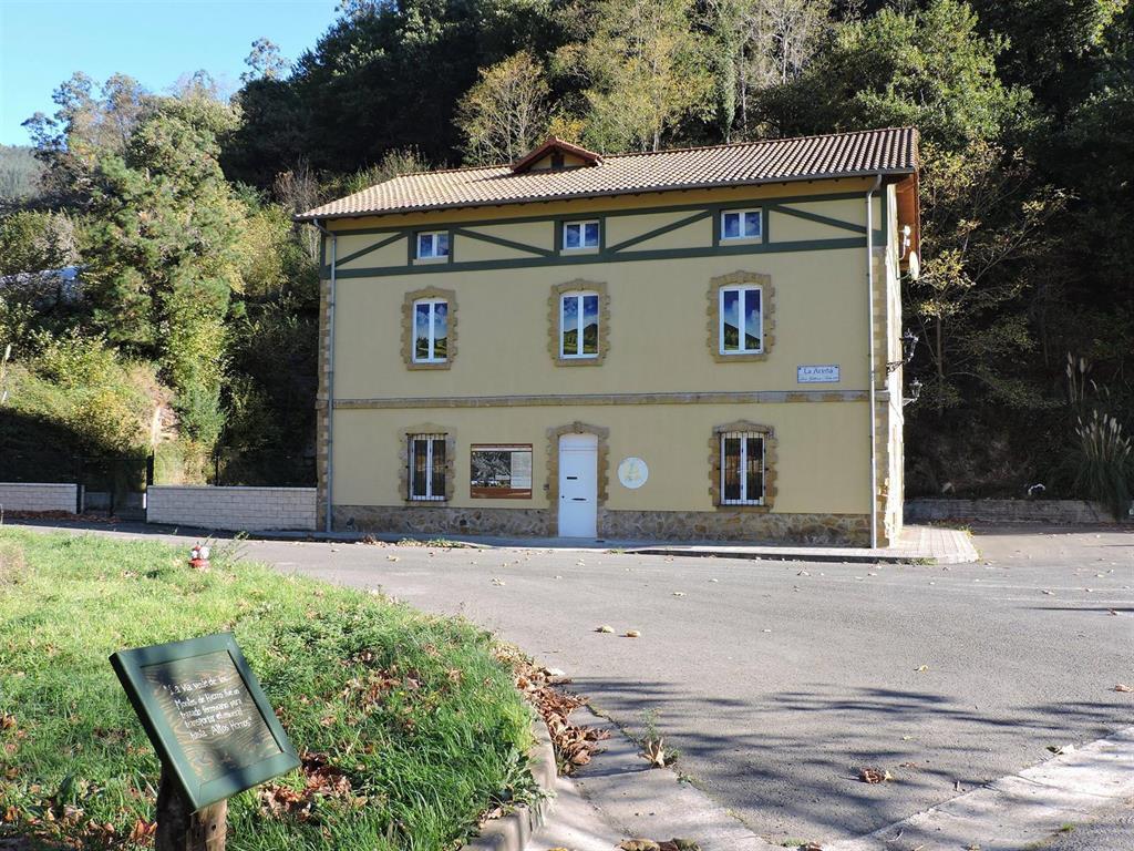 La antigua estación de La Aceña en Galdames será este verano punto de información de la vía verde Montes de Hierro