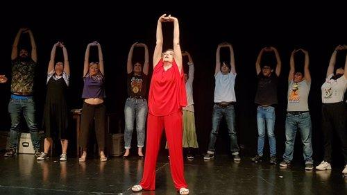 """La asociación Caídos del Cielo apela a la inclusión social a través del teatro: """"El que viene lo hace por necesidad"""""""