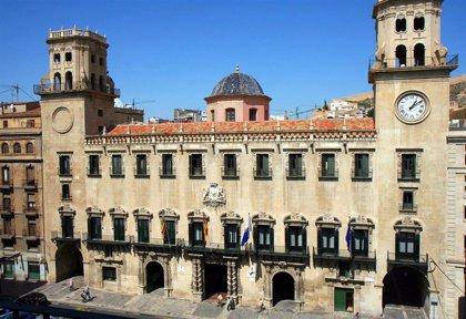 Barcala anuncia el reparto de concejalías, con Mari Carmen Sánchez al frente de Turismo y área LGTBI
