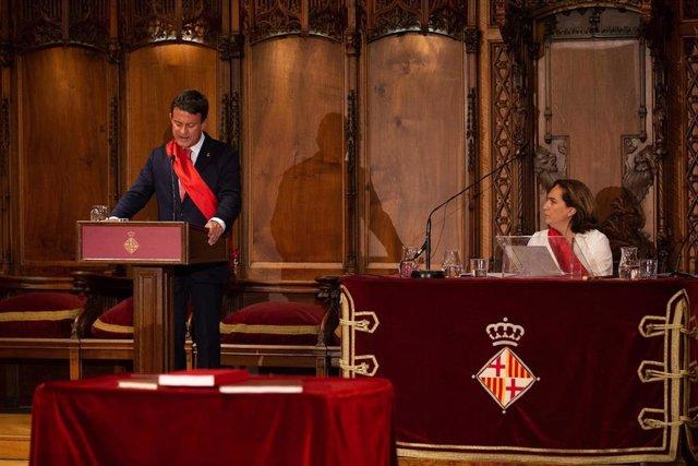 Valls recuerda a Colau que no sería alcaldesa sin su apoyo y la felicita por haberse presentado