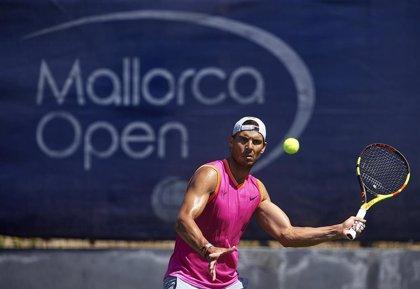 Rafa Nadal comienza su preparación para Wimbledon en las pistas del Mallorca Open