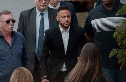 Las autoridades brasileñas bloquean más de 30 propiedades de Neymar por una deuda tributaria