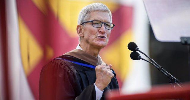 Tim Cook avisa sobre la tendencia a perder la privacidad a cambio de disfrutar de avances tecnológicos