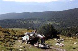Retiren les restes d'una avioneta que fa mig segle va aterrar