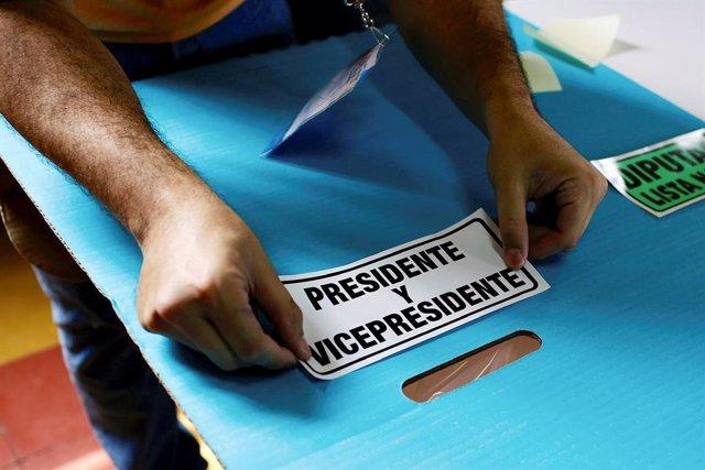 Guatemala.- Cientos de detenidos en Guatemala durante una jornada electoral que continúa con incidentes aislados