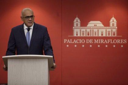 """Venezuela acusa a Guaidó de liderar una """"trama de corrupción"""" para financiar actos de desestabilización desde Colombia"""