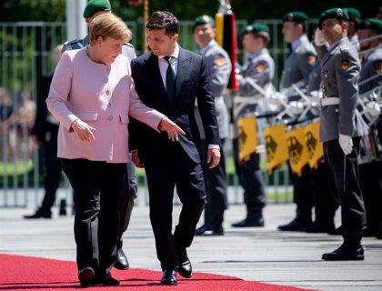 Merkel desmiente problemas de salud tras sufrir temblores en la recepción del presidente ucraniano