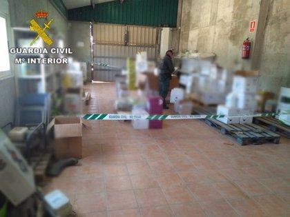 La Guardia Civil interviene 63 toneladas de pesticidas agrícolas y detiene a 4 personas en Zamora, Huesca y Valencia