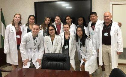 Estudiantes de Ciencias de la Salud de Estados Unidos visitan el Puerta del Mar de Cádiz para conocer la sanidad pública