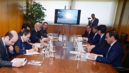 Industria asegura que la única oferta negociada para comprar las plantas de Alcoa es la de Parter Capital