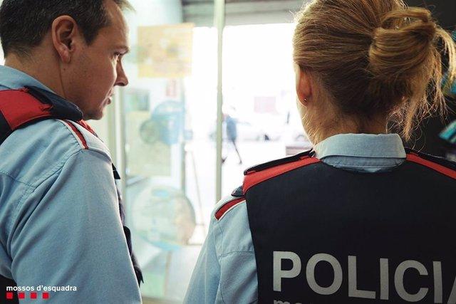 Sucesos.- Los Mossos recuperan un reloj de 30.000 euros robado en Barcelona y detienen al ladrón