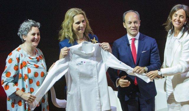 La Infanta Elena destaca la importancia de que toda la sociedad sepa actuar ante un atragantamiento
