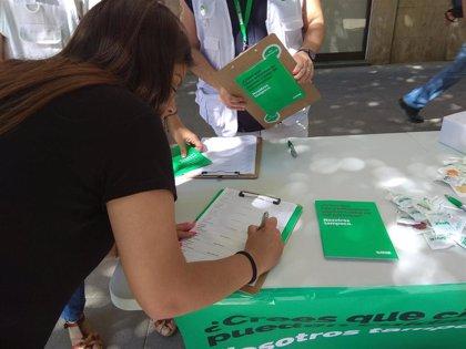 Satse vuelve a recoger firmas en centros sanitarios y calles para fijar por Ley un máximo de pacientes por enfermero