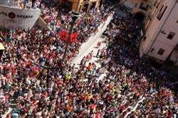 Una multitudinària Passada dona el tret de sortida a la Patum (ACN)