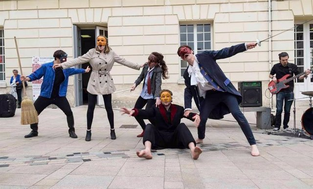 El espectáculo 'Mosaik.City', en el que han participado jóvenes de diversos países, se proyecta este jueves en Cáceres