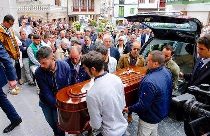 Multitudinaria despedida en Cudillero para el profesor David Carragal, asesinado en una fiesta de Oviedo