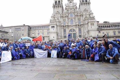 Un centenar de peregrinos llega a Santiago de Compostela retando a la diabetes