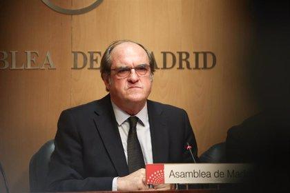 Gabilondo recuerda a Rubalcaba en el homenaje de la UCM como profesor que ayudaba a comprender la sociedad y la vida