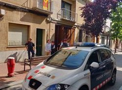 Els Mossos s'emporten del pis de Terrassa l'autor confés del crim de la seva exparella (EUROPA PRESS)