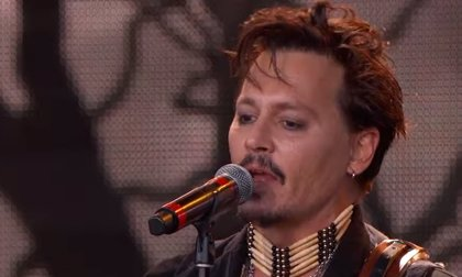 VÍDEO: Johnny Depp canta Heroes de David Bowie al frente del supergrupo Hollywood Vampires