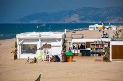 L'AMB i l'estat espanyol estudien submergir barreres i cilindres de gran capacitat per aturar la regressió de les platges (ACN)