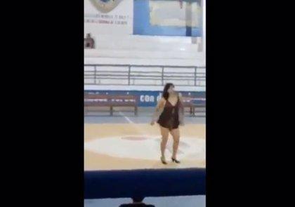 Difunden el vídeo del sensual baile de una profesora peruana en un centro educativo