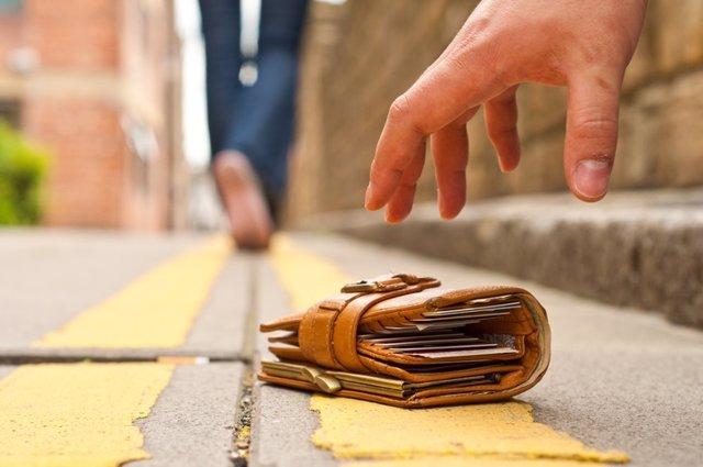 ¿Por Qué No Nos Beneficiamos Al Encontrar Una Billetera Perdida?