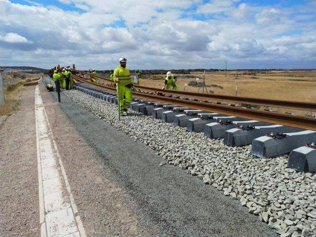 Despliegue de carril con tren carrilero
