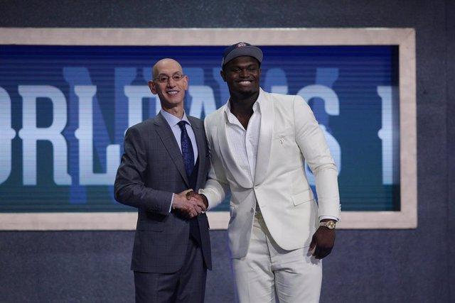 Adam Silver da la bienvenida a Zion Williamson a la NBA